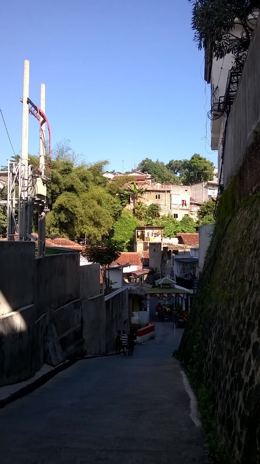 Another view of the alley, reminded me of a scene from Fast 5 movie